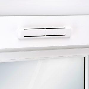 AußenluftdurПриточное устройство для рольставней EAH2chlass ZUROH 100/ ZUROH 110 für den Rollladenkasten Kategorienbild mit EInbausituation am Fenster